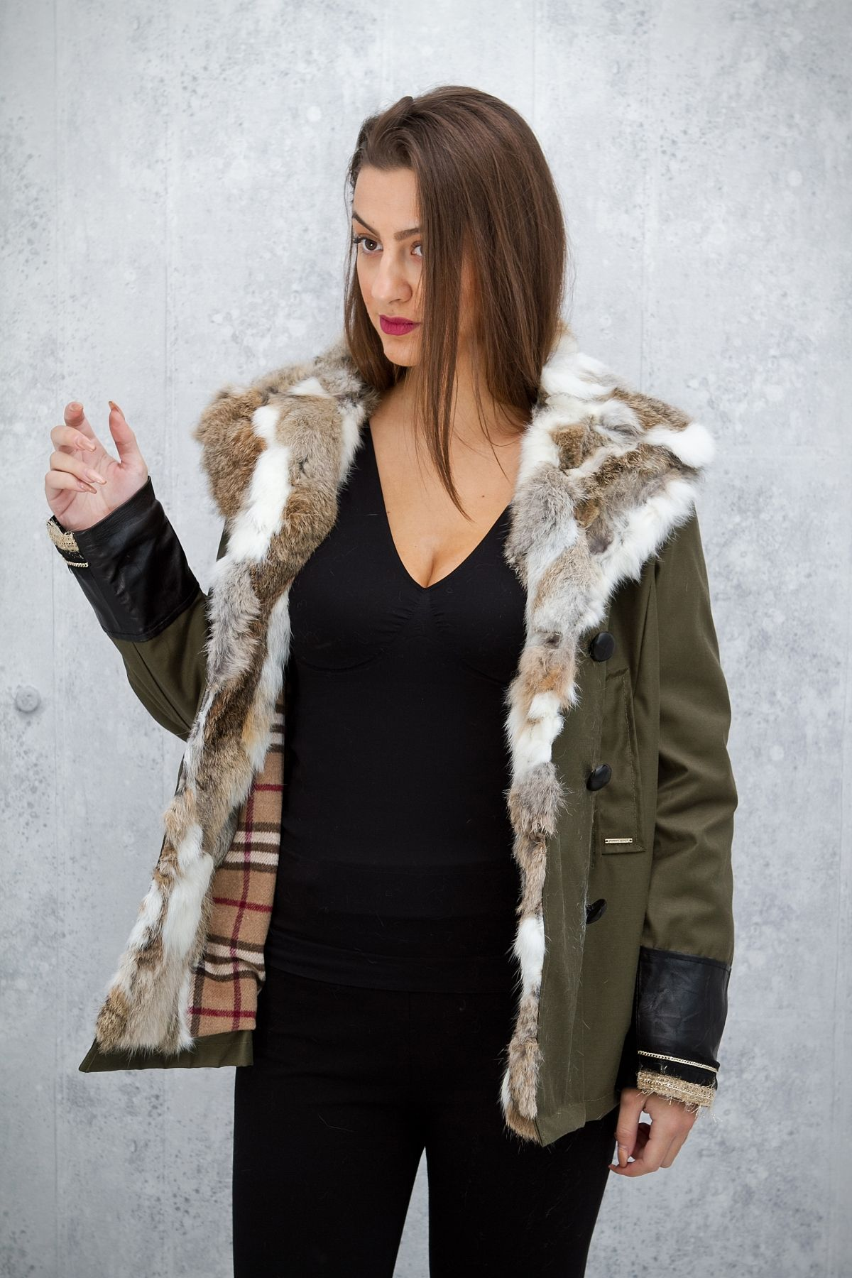 ΚΟΝΤΟ ΜΠΟΥΦΑΝ ΜΕ ΓΟΥΝΑ ΣΤΟ ΓΙΑΚΑ ΚΑΙ ΔΕΡΜΑΤΙΝΕΣ ΛΕΠΤΟΜΕΡΕΙΕΣ ΣΤΟ ΜΑΝΙΚΙ - Real  Lady - Shop Online 19ed9517e3e